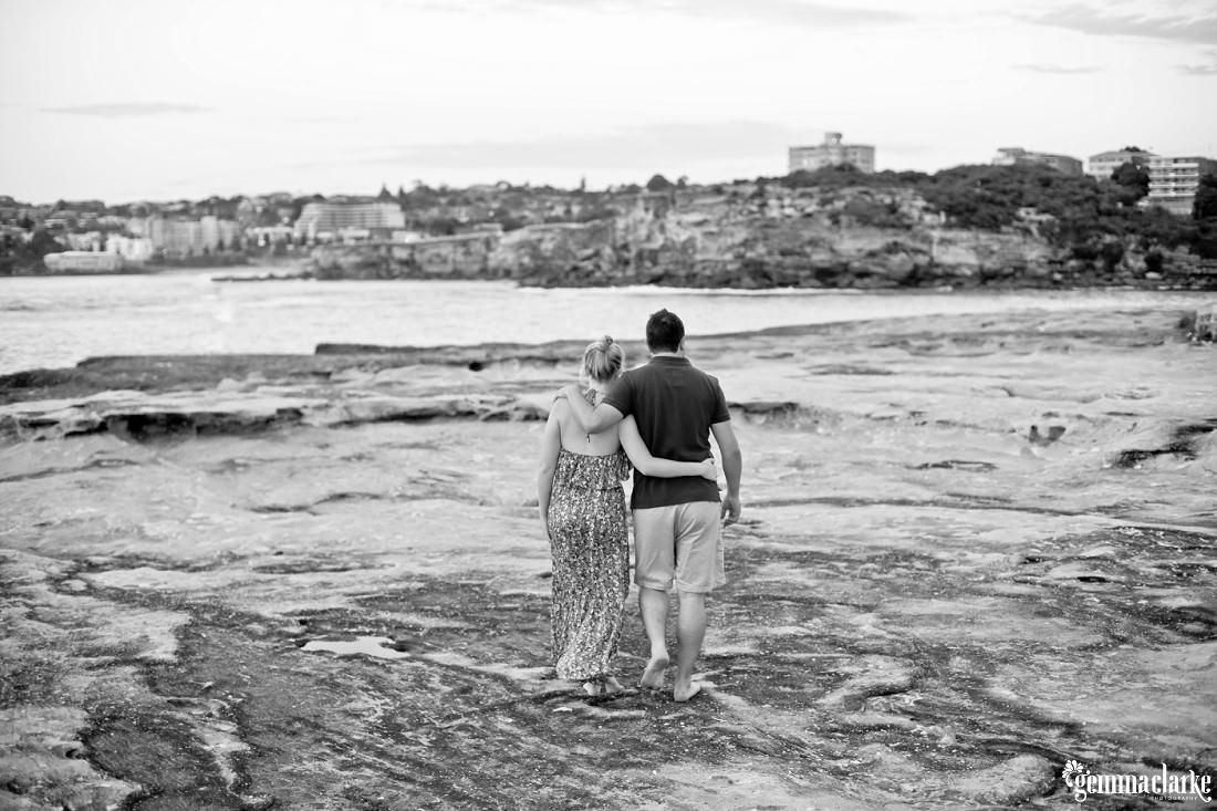 gemmaclarkephotography_sydney-beach-engagement-photos_naomi-and-adam_0002