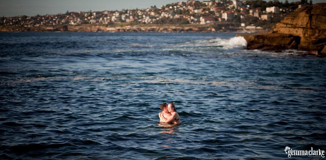 gemmaclarkephotography_sydney-beach-engagement-photos_naomi-and-adam_0012