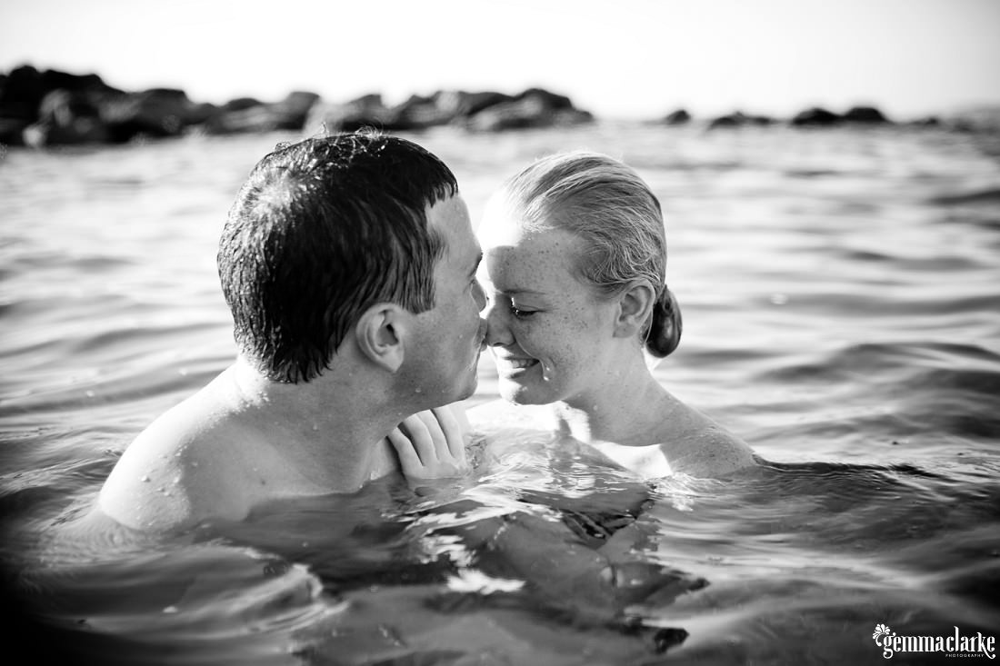 gemmaclarkephotography_sydney-beach-engagement-photos_naomi-and-adam_0015