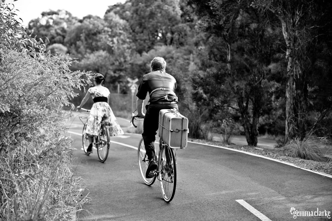 gemma-clarke-photography_bike-engagement-photos_vintage-engagement-photos_camille-and-sean_0001