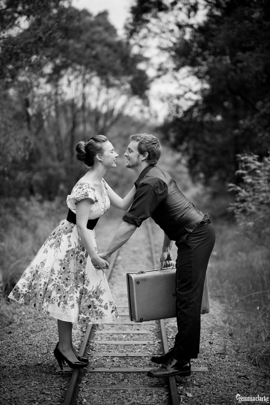gemma-clarke-photography_bike-engagement-photos_vintage-engagement-photos_camille-and-sean_0004
