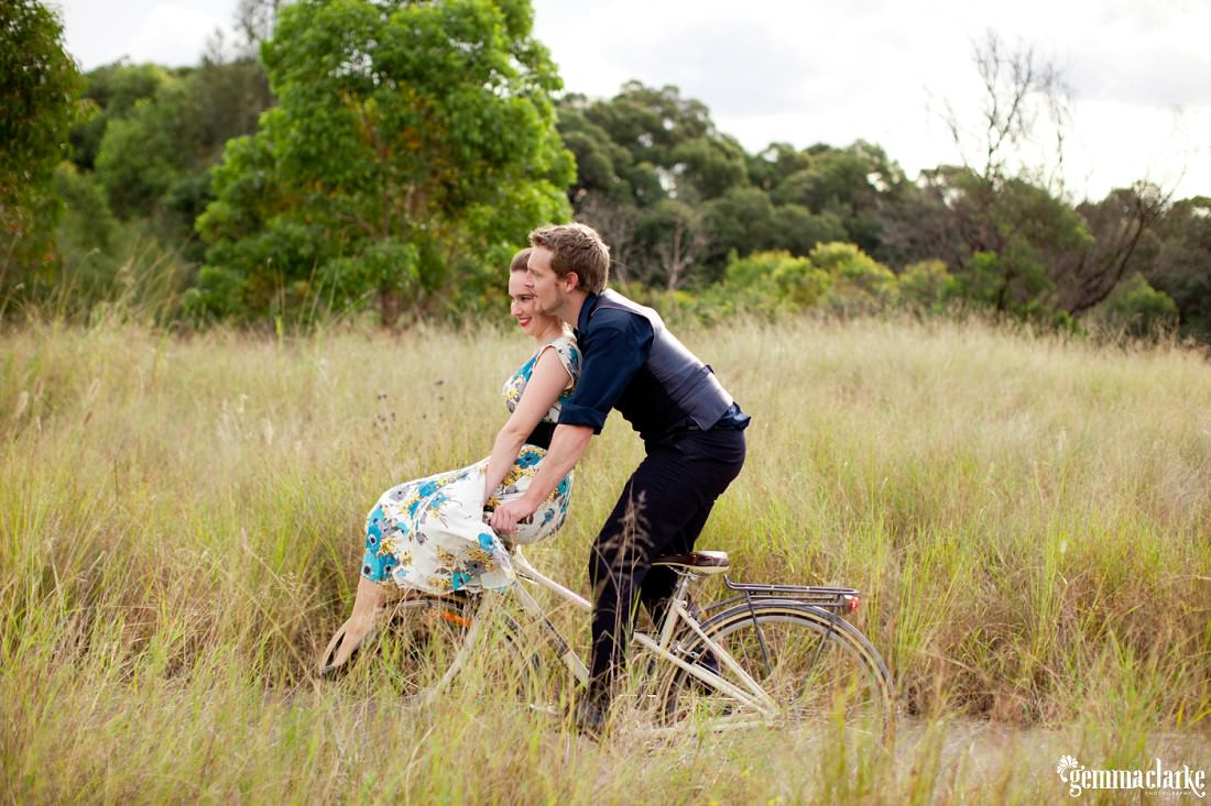 gemma-clarke-photography_bike-engagement-photos_vintage-engagement-photos_camille-and-sean_0013
