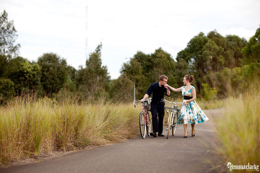 gemma-clarke-photography_bike-engagement-photos_vintage-engagement-photos_camille-and-sean_0015