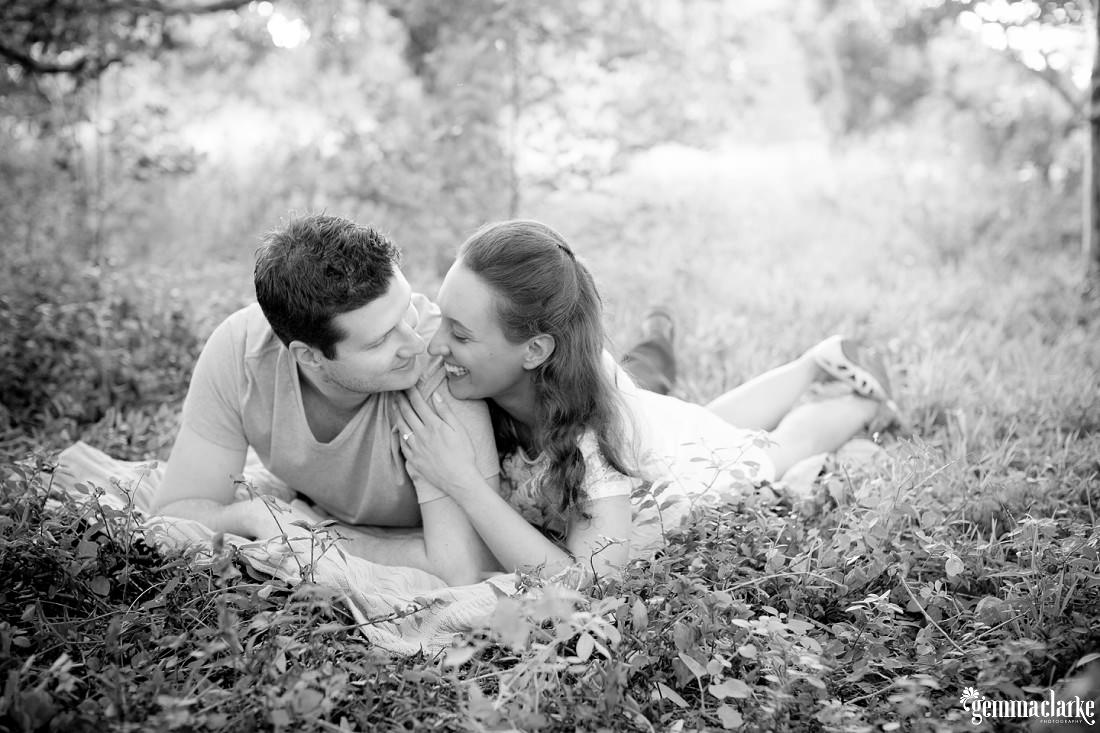 gemmaclarkephotography_centennial-park-engagement-photos_luisa-and-nick_0013
