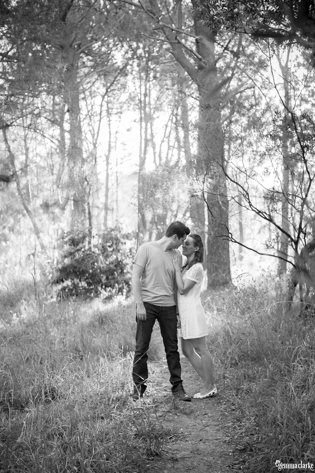 gemmaclarkephotography_centennial-park-engagement-photos_luisa-and-nick_0017