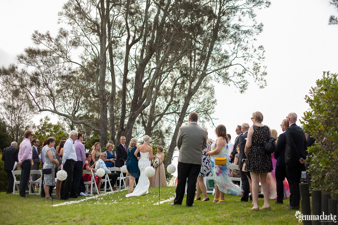 gemmaclarkephotography_newcastle-beach-wedding_caves-beach_amy-and-ryan_0023