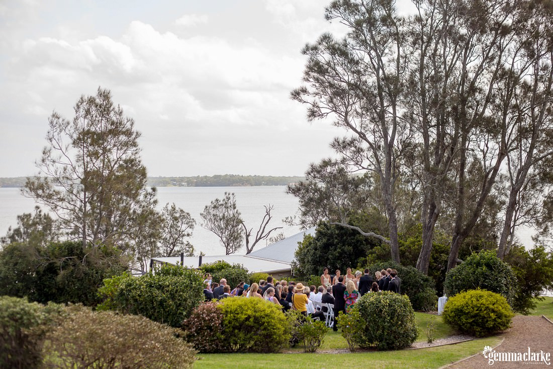 gemmaclarkephotography_newcastle-beach-wedding_caves-beach_amy-and-ryan_0025
