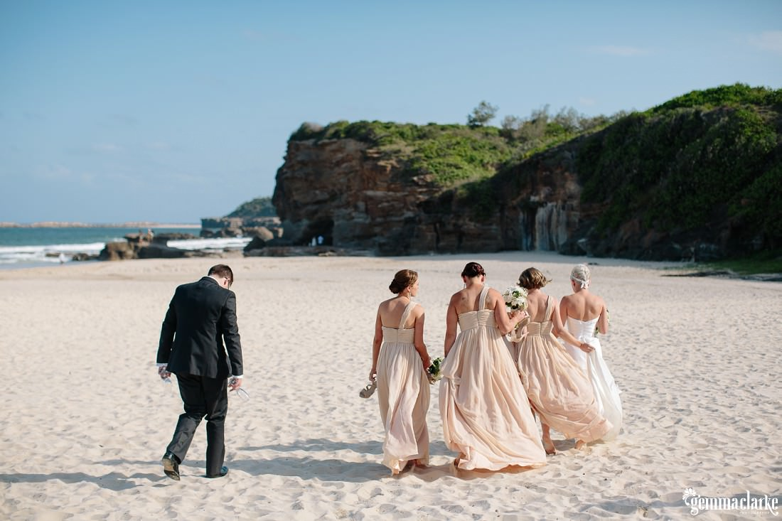 gemmaclarkephotography_newcastle-beach-wedding_caves-beach_amy-and-ryan_0034