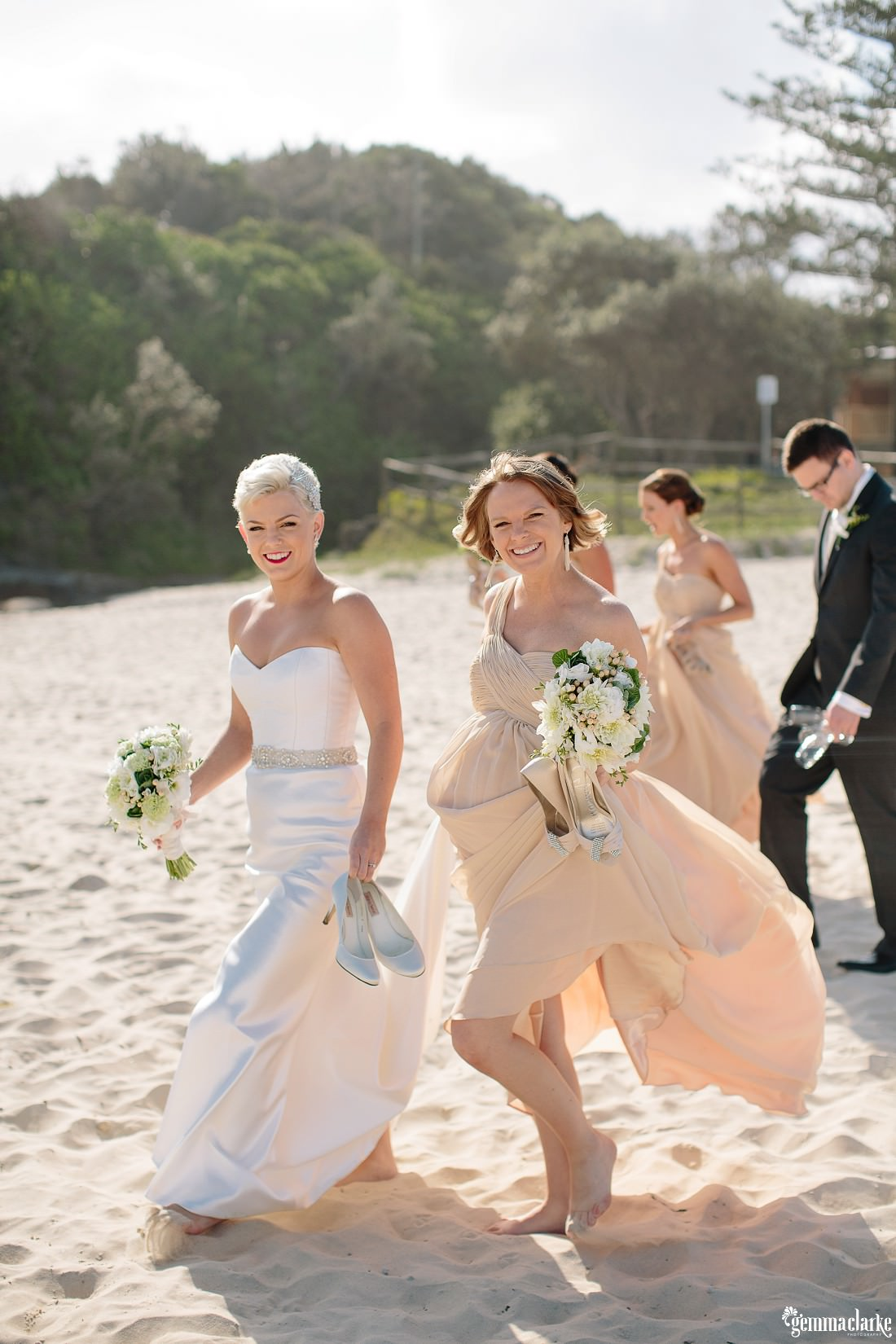 gemmaclarkephotography_newcastle-beach-wedding_caves-beach_amy-and-ryan_0035