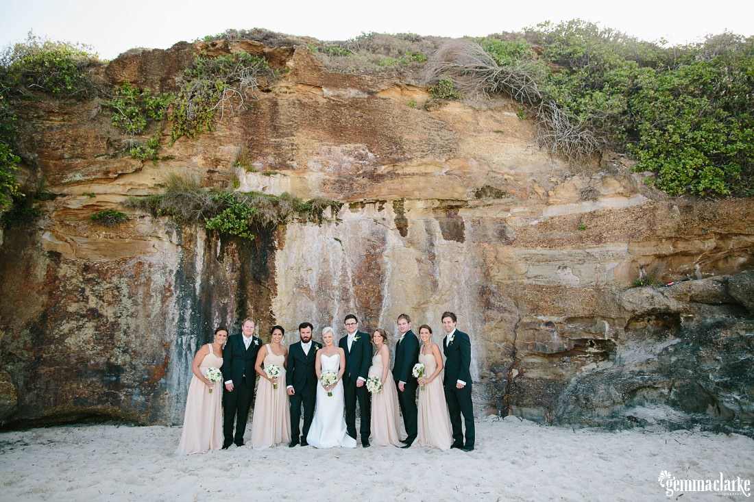 gemmaclarkephotography_newcastle-beach-wedding_caves-beach_amy-and-ryan_0036