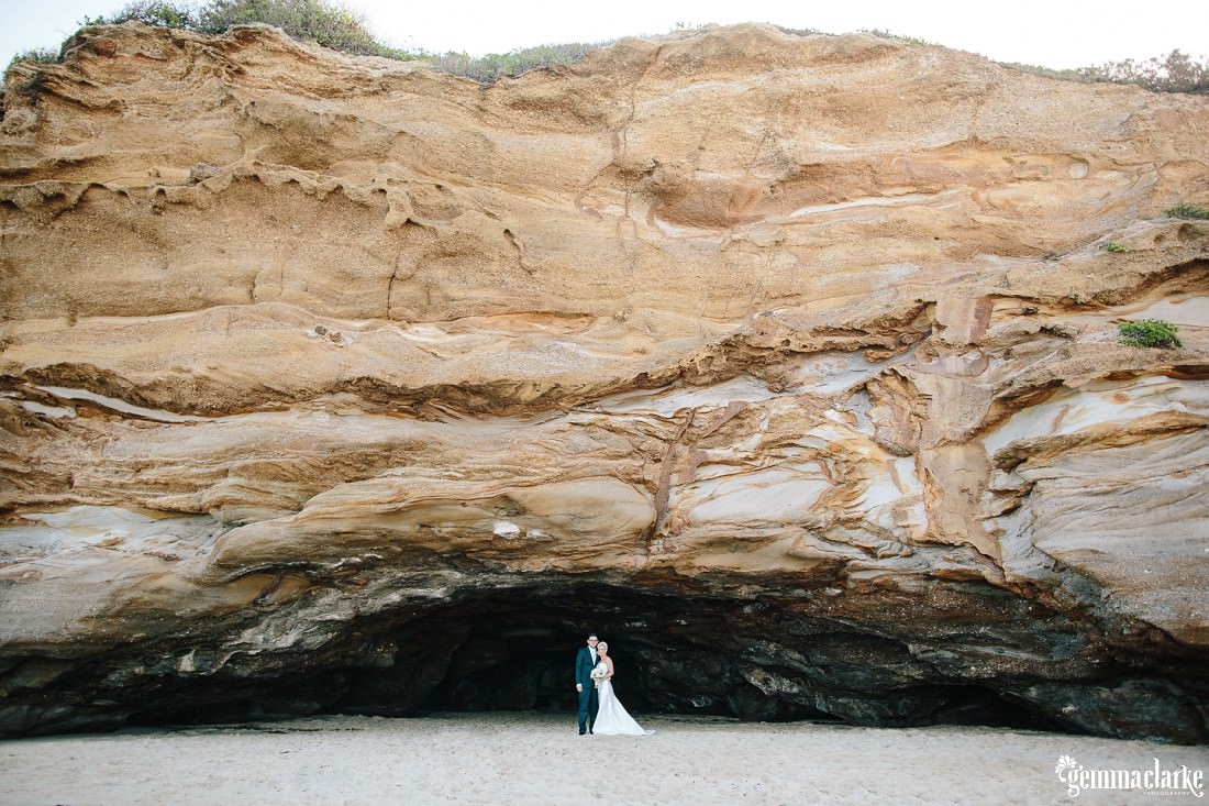 gemmaclarkephotography_newcastle-beach-wedding_caves-beach_amy-and-ryan_0042