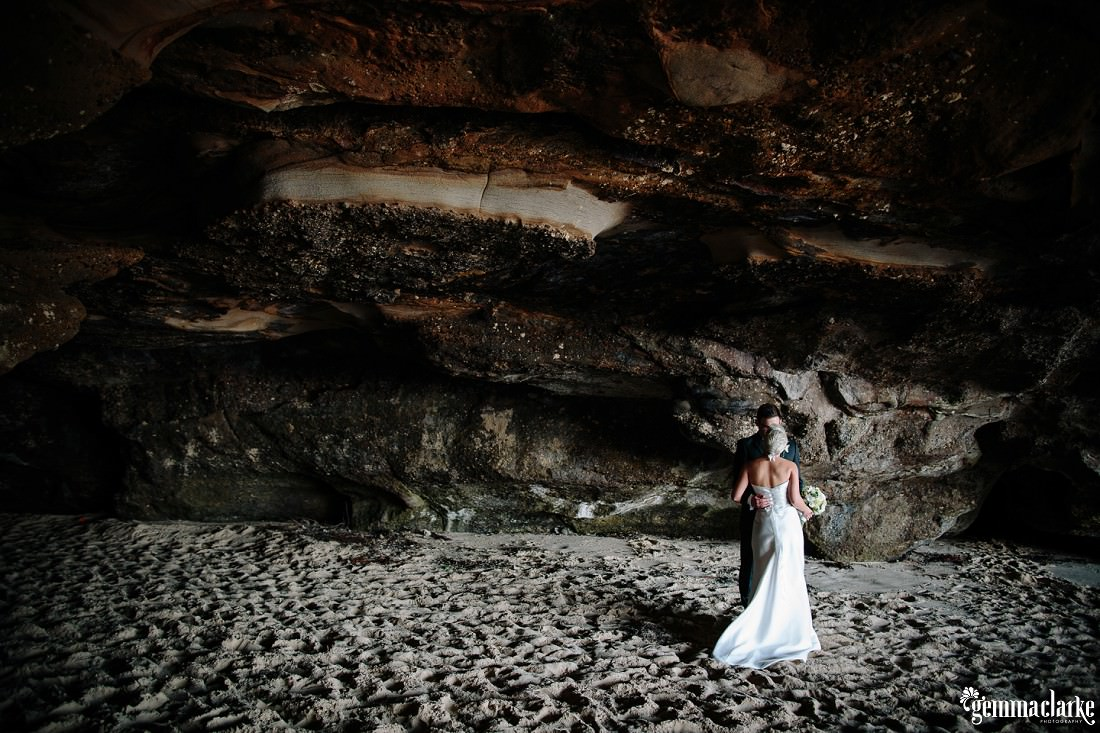 gemmaclarkephotography_newcastle-beach-wedding_caves-beach_amy-and-ryan_0045