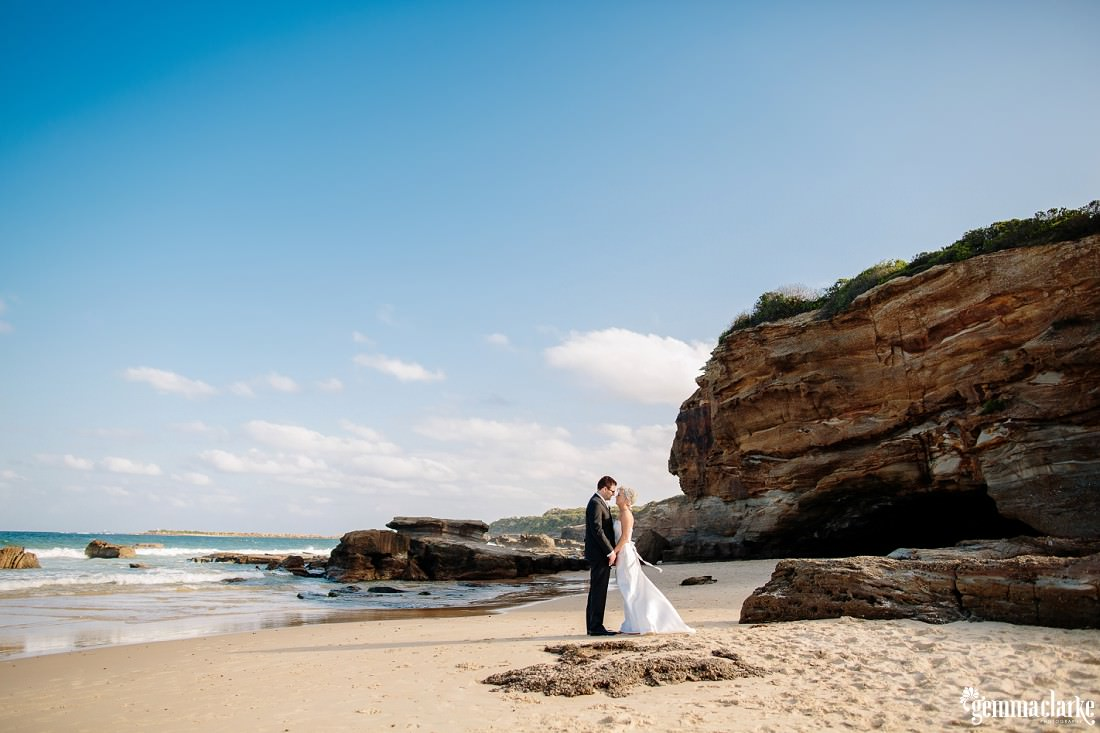 gemmaclarkephotography_newcastle-beach-wedding_caves-beach_amy-and-ryan_0052