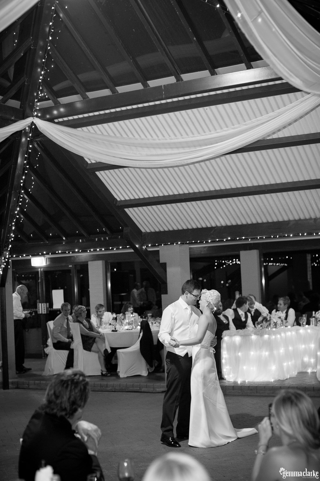 gemmaclarkephotography_newcastle-beach-wedding_caves-beach_amy-and-ryan_0070