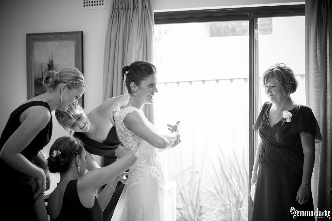 gemma-clarke-photography_rainy-day-wedding_deckhouse-wedding_emily-and-jeremy_0009