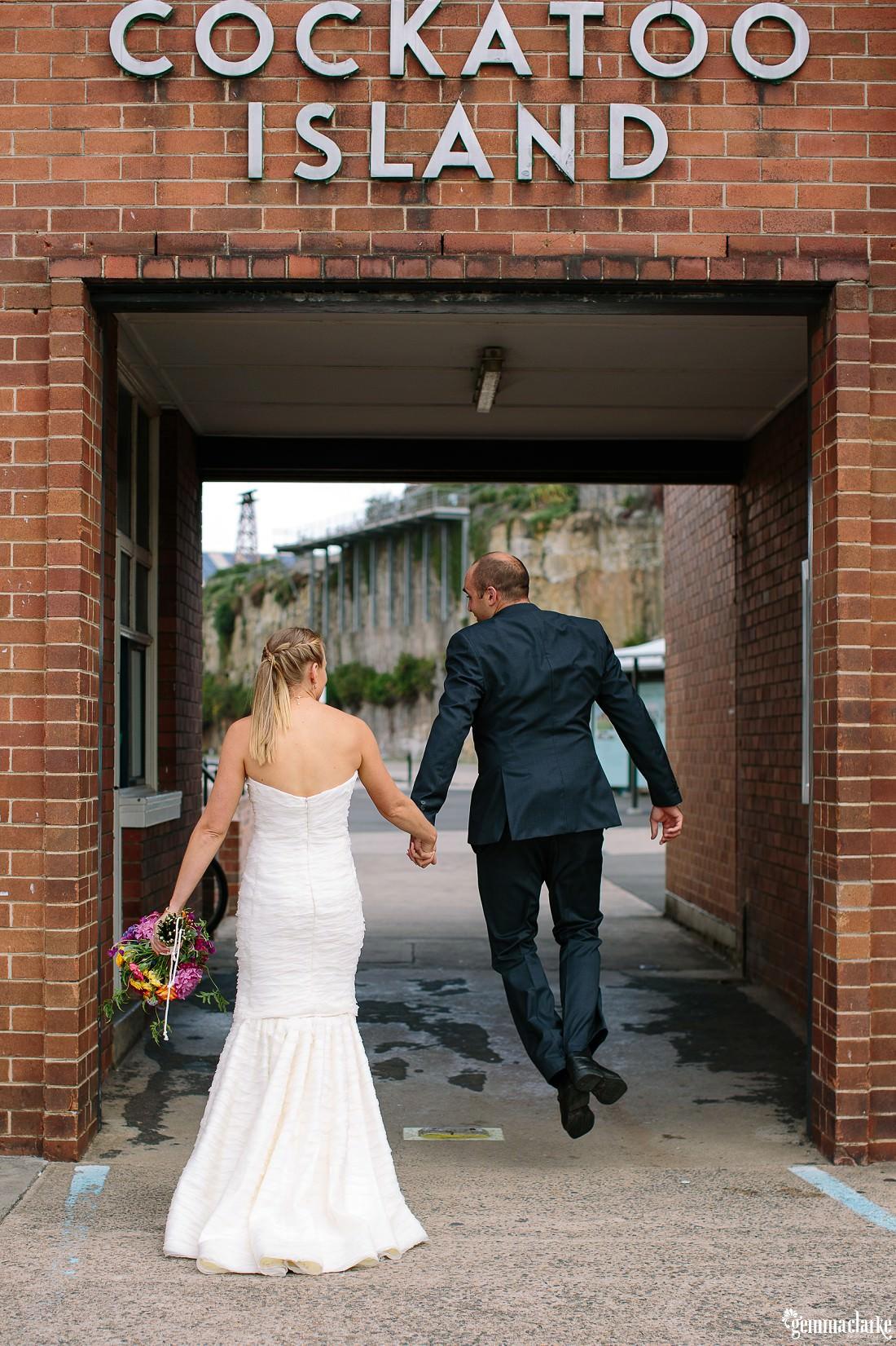 gemmaclarkephotography_cockatoo-island-wedding-photos_the-bar-at-the-end-of-the-wharf_0069