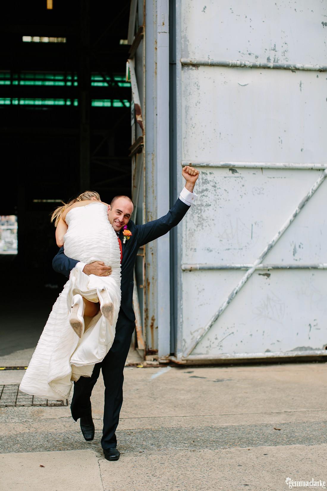 gemmaclarkephotography_cockatoo-island-wedding-photos_the-bar-at-the-end-of-the-wharf_0071