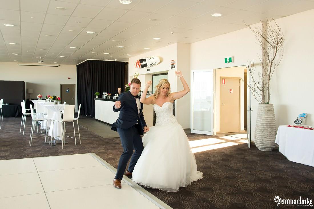 gemmaclarkephotography_maroubra-beach-wedding_fun-wedding_olivia-and-fredrik_0061