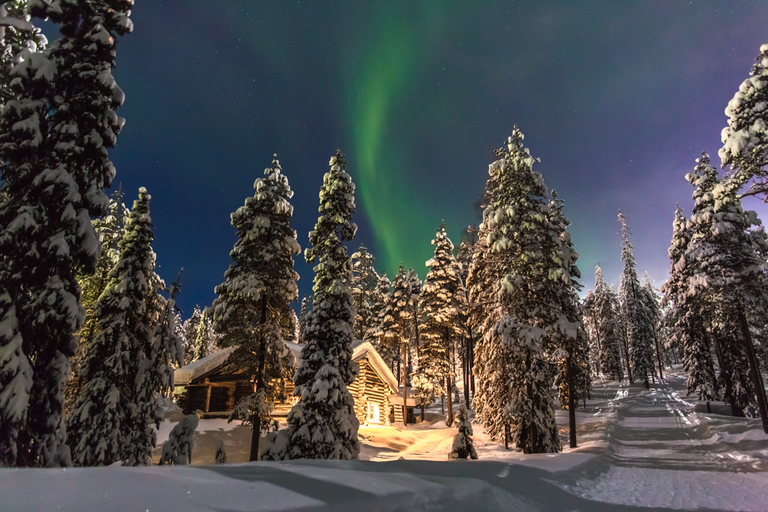 Mia and Riikka's Lifestyle Portraits in Lapland (featuring the Northern Lights and a Snow Fight!) – Northern Finland – Gemma Clarke Photography
