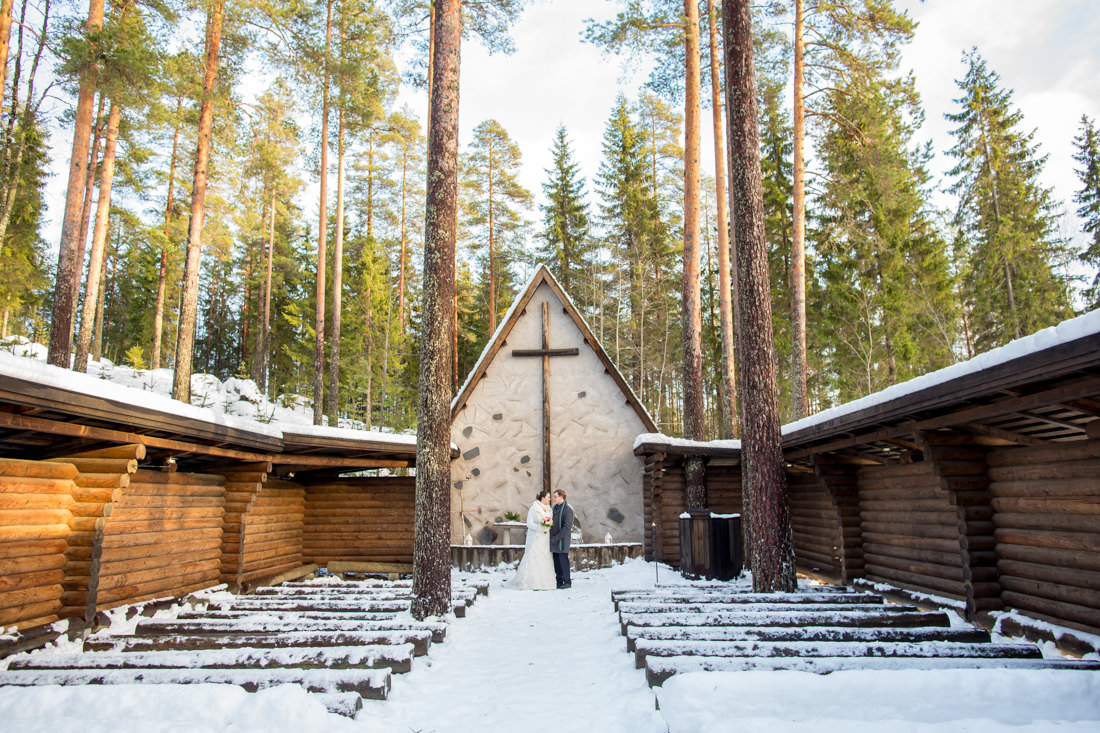 Julia and Antti's Snowy Open-Air Chapel Wedding – Pieksämäki, Finland – Gemma Clarke Photography